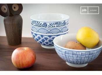 Quatre bols en porcelaine