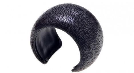 Bracelet manchette en Galuchat