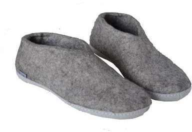 Chaussons gris clair A01