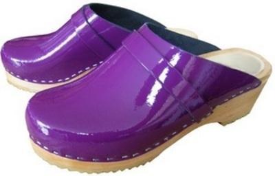 Sabots cuir violet vernis