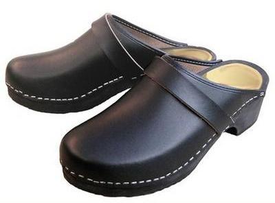 Sabots cuir noir classique