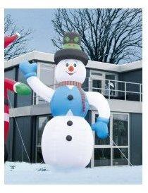 Bonhomme de neige géant avec