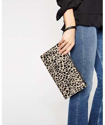 Pochette façon poulain léopard