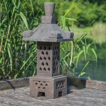 Lampe japonaise en pierre