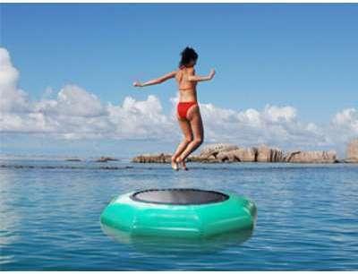 Trampoline aquatique gonflable