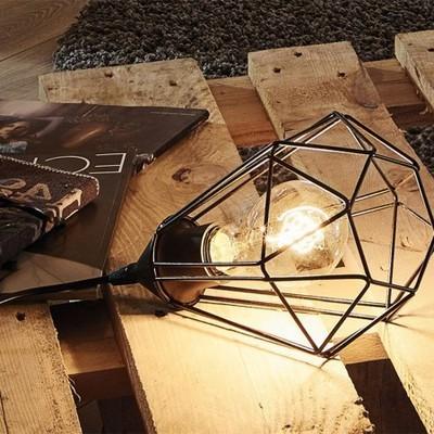 Lampe baladeuse en métal filaire