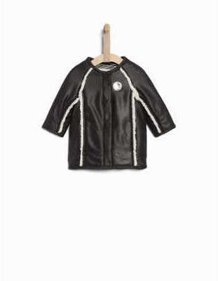 Manteau noir détails fourrure