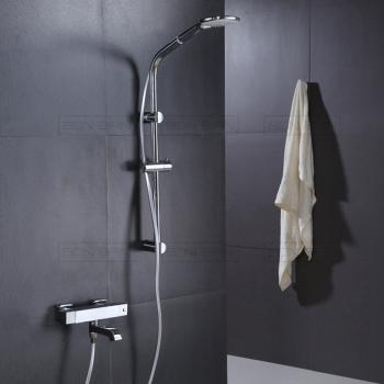 Robinet de douche et baignoire