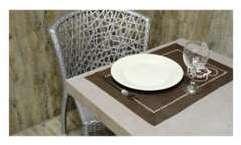 2 Sets de table uni brodé