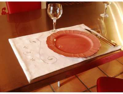 2 Sets de table blanc brodé