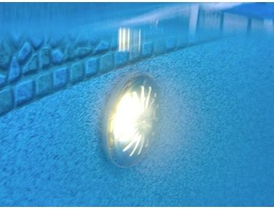Projecteur led piscine hors sol 21w blanc 1450 lm for Lampe piscine hors sol acier